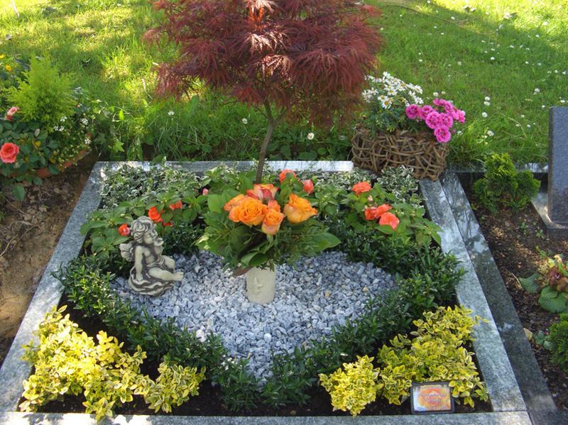 Grabgestaltung und Grabpflege für kleines Grab